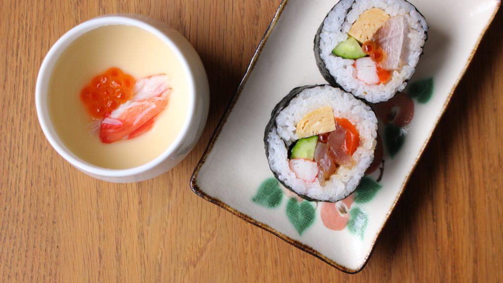 巻き寿司と茶碗蒸し