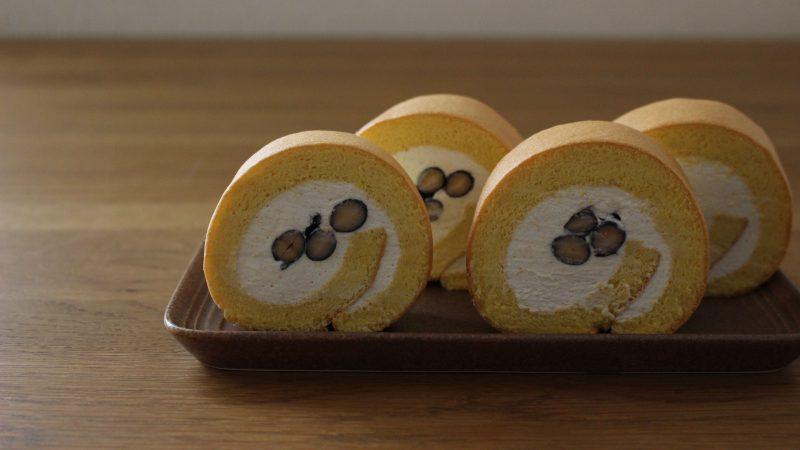 黒豆入りきな粉のロールケーキ