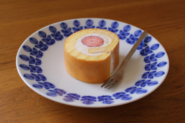 いちごのロールケーキ