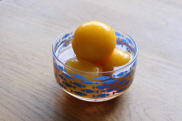 小さな桃のコンポート