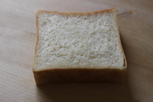 シンプルな食パン