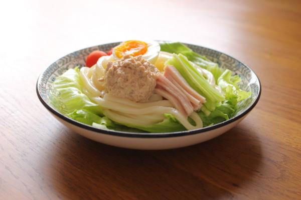 シーチキンマヨのサラダうどん