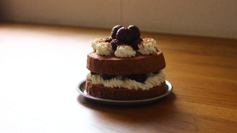 ダークチェリーのチョコレートケーキ