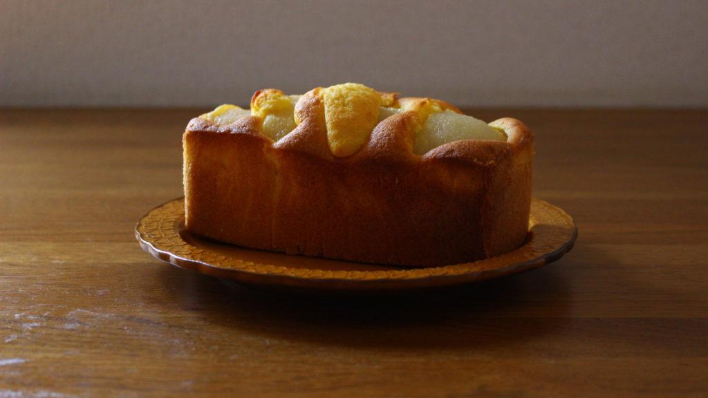 梨のコンポートのケーキ