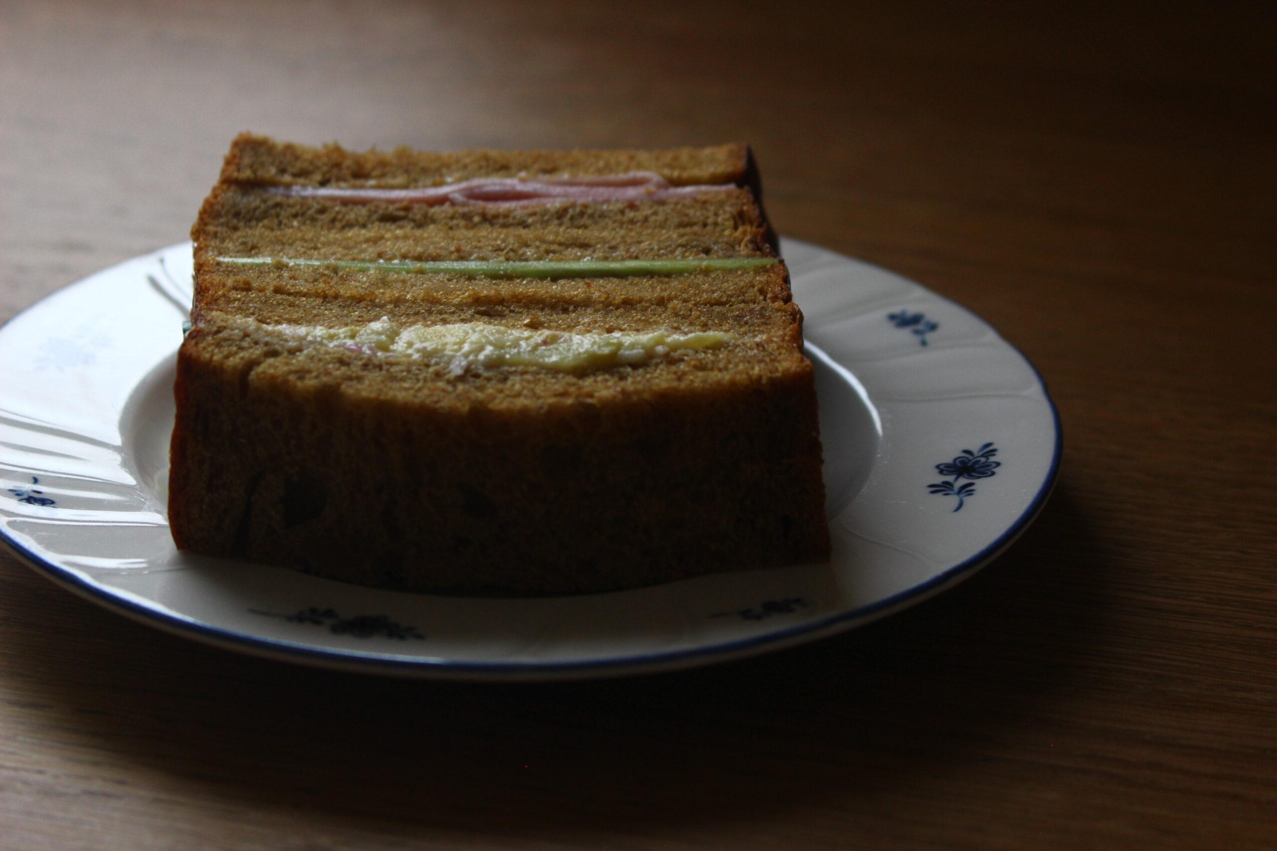 モラセス食パンのサンドイッチ
