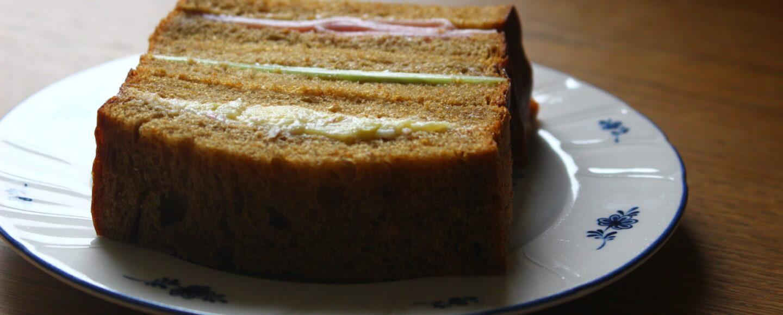 big-thumbモラセス食パンのサンドイッチ
